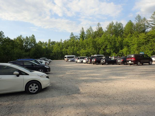 青い池駐車場