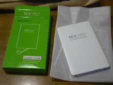 メチャ薄モバイルバッテリーMOCREOは手のひらサイズの60g【薄・小・軽】