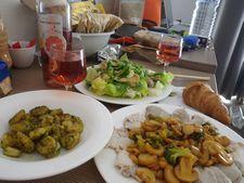 旅行先では自炊をして料理をしてみよう!【地元食材チェック・豪華・食費節約】