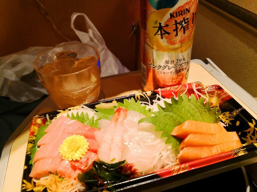 キング深夜バスはかた号で宴会!新宿-福岡14時間個室プレミアムシートの旅